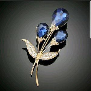 Jewelry - GOLD TONE BLUE STONE FLOWER PIN BROOCH